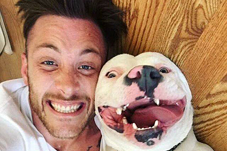 "Dan Tillery and Diggy the pit bull's joyous ""gotcha"" selfie"