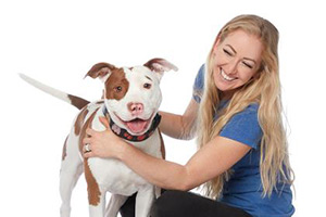 Volunteer Victoria Vertuga posing with a pit bull terrier