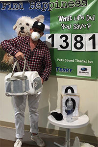 Dennis Quaid the person adopting Dennis Quaid the cat, who is in a pet carrier