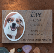 Flagstone memorial marker for pets