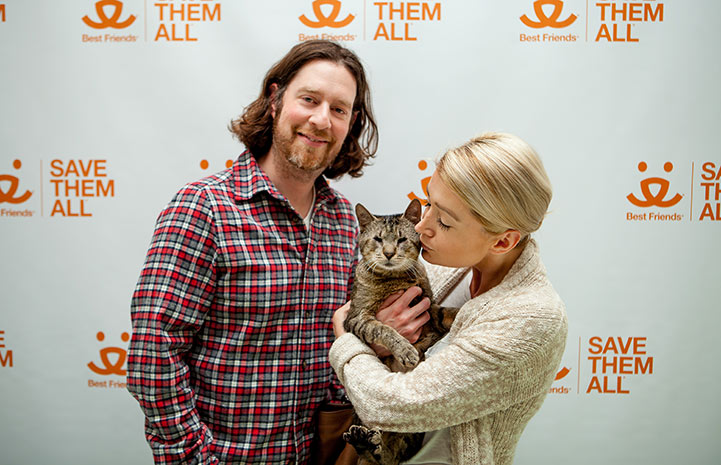 Mewford the blind cat gets adopted in New York