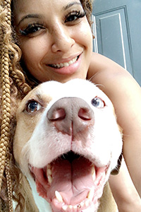 Volunteer Nisha Gross selfie with a pit bull type dog