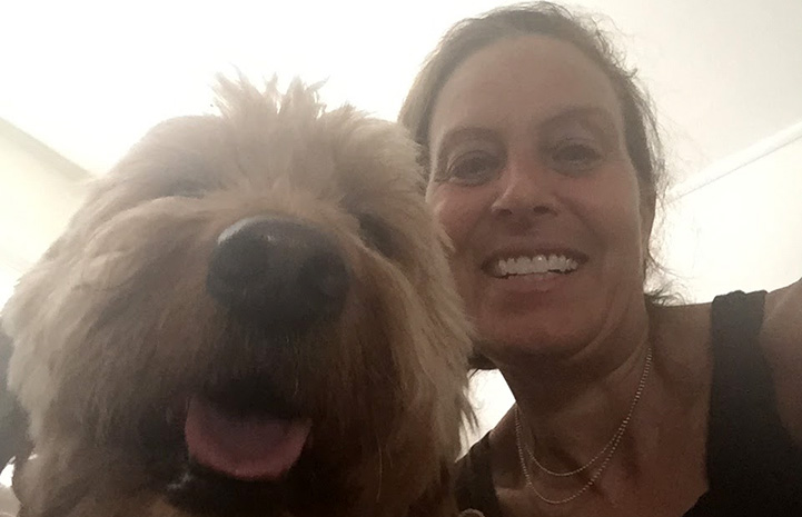 Volunteer Randi Schey selfie with a dog
