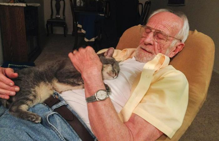 Mimi the one-eyed cat and Horst share a moment