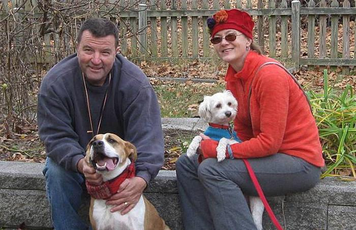 Oakley the pit bull dog and his new family
