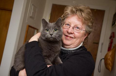 Smokey the cat and Linda, her adopter