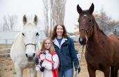 Kiwi  the horse with her new family