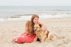 Kimbo with Michelle Arlotta on the beach
