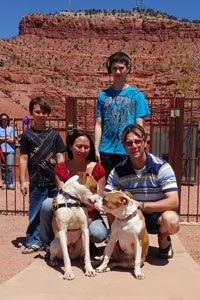 Nekoda the lost dog together with his family